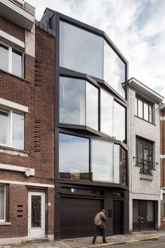 Angled Glazing Frames Range Of Views From Ghent House