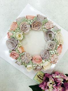 bean-paste flowers on steamed rice cake made by a student www.moroocake.com #flowercake #buttercreamflowers #floralcake #birthdaycake #앙금플라워케이크 #떡케이크 #강서구케이크공방 #버터크림플라워케이크 #앙금떡케이크 #앙금플라워 #앙금떡케이크클래스
