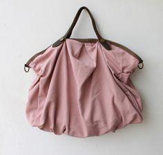 Der große Beutel aus Leinen-Gewebe, können Sie es als eine große Einkaufstasche tragen oder als Schultertasche, indem Sie die abnehmbaren Schultergurt. Es ist innen mit kleinen Taschen für...