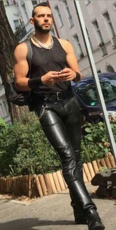 Mens Leather Trousers, Tight Leather Pants, Men's Leather, Mode Skinhead, Motard Sexy, Mode Latex, Latex Men, Unisex Clothes, Unisex Outfits