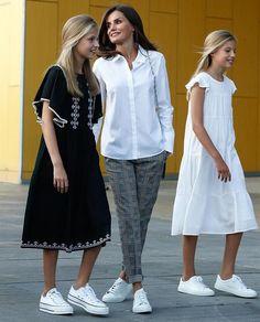 King Felipe, Queen Letizia, Princess Leonor and Infanta Sofia of Spain visited King Juan Carlos at Quiron Hospital, Madrid Royal Fashion, Look Fashion, Kids Fashion, Autumn Fashion, Fashion Outfits, Casual Work Outfits, Kids Outfits, Queen Letizia, Princess Letizia