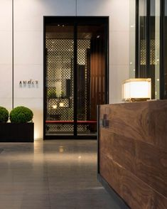 Bask in the city's most enviable views, as Andaz brings the luxury lifestyle hotel concept to the skyscrapers of Tokyo. Lobby Design, Public Hotel, Hotel Concept, Lobby Lounge, Tokyo Hotels, Hotel Reception, Hotel Interiors, Interior Architecture, Interior Design