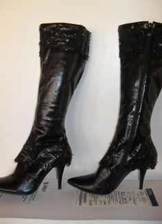 À vendre sur #vintedfrance ! http://www.vinted.fr/chaussures-femmes/bottes-and-bottines/30043527-bottes-noires-wilady