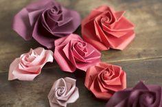 Et un petit DIY fleurs en papier DIY: origami paper flowers Diy Origami Lampe, Origami And Kirigami, Origami Rose, Origami Paper Art, Diy Paper, Paper Crafts, Diy Crafts, Origami Butterfly, Paper Flowers Diy