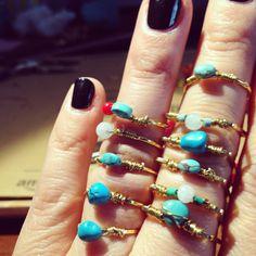 Des bagues uniques turquoises et fil dorée  Follow Instagram: paulablachebijoux