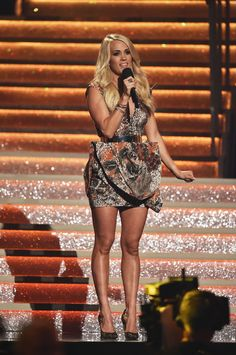 Carrie Underwood Legs, Carrie Underwood Pictures, Girl Country Singers, Country Music, Olivia Munn Pics, Suit Fashion, Fashion Outfits, Cma Awards, Music Awards