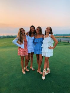 besties / vsco pics / summer / outfits / girls The clothing culture is very old. Preppy Summer Outfits, Trendy Outfits, Fashion Outfits, Girl Outfits, Paisley, Cute Friend Pictures, Friend Pics, Friend Goals, Neue Outfits