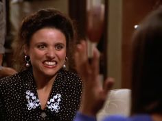 Julia Louis - Dreyfus as Seinfeld's neurotic Elaine Benes. So there's something of a belated Seinfeld love affair currently ha. Seinfeld Characters, Elaine Benes, Gritted Teeth, Rules Of Engagement, King Of Queens, Jerry Seinfeld, Julia Louis Dreyfus, Fashion Tv, Best Shows Ever