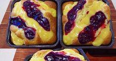 Σοφη Τσιώπου Υπέροχο κέικ με κρέμα και βύσσινο!!! ΥΛΙΚΑ ΓΙΑ ΤΟ ΚΕΙΚ 2 1/2 κούπες φαρινάπ 3/4 κούπας ζάχαρη 1/2 κούπα σπορέλαιο 1/... Cookbook Recipes, Cake Recipes, Dessert Recipes, Cooking Recipes, Desserts, Greek Sweets, Cheesecake Cake, Creative Food, Coffee Cake
