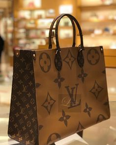 Louis vuitton handbags – High Fashion For Women Luxury Handbags, Louis Vuitton Handbags, Louis Vuitton Speedy Bag, Fashion Handbags, Purses And Handbags, Fashion Bags, Louis Vuitton Neverfull, Fashion Clothes, Vuitton Bag