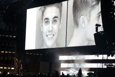 Já viram isso? Beyoncé e Jay-Z mostram foto de Justin Bieber preso na nova turnê