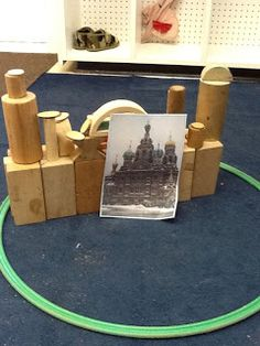 Playfully Learning: Block Building Challenge Put photos of famous structures in block corner and challenge children to copy the building. Great for extension for the good builders Play Based Learning, Learning Through Play, Learning Centers, Early Learning, Fun Learning, Block Center, Block Area, Reggio, Emergent Curriculum