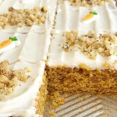 Sheet pan carrot cake bars made with a surprise ingredient that makes them so moist and easy - carrot baby food! No shredding and peeling carrots needed. Carrot Cake Recipe With Baby Food, Baby Carrot Recipes, Carrot Cake Bars, Best Carrot Cake, Easter Recipes, Baby Food Recipes, Cake Recipes, Dessert Recipes, Easy Desserts