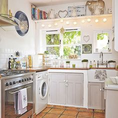 Pale grey country-style kitchen | Decorating