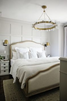 15 Small Master Bedroom Makeover Ideas on a Budget - Modern Small Master Bedroom, Master Bedroom Makeover, Home Bedroom, Bedroom Furniture, Bedroom Decor, Linen Bedroom, Bedroom Headboards, Bedroom Ideas, Budget Bedroom
