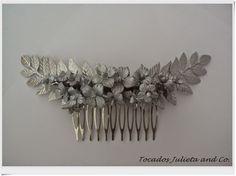tocados novia de porcelana Headpiece Wedding, Hair Ornaments, Headdress, Hair Makeup, Hair Accessories, Paper Crafts, Jewels, Pretty, Crowns