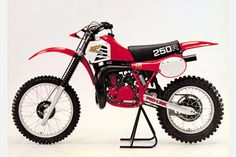 Dad said he loved his & his was his favorite bike ever. But he hated his with a passion! Still gotta give Honda props for stepping way outside the box on this bike! It's definitely easy to spot one. 1981 Honda CR 250 R Honda Dirt Bike, Honda Bikes, Honda Motorcycles, Motorcycle Bike, Dirt Biking, Enduro Vintage, Vintage Motocross, Vintage Bikes, Vintage Motorcycles