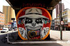 O MAAU (Museu Aberto de Arte Urbana) nasce para expor a aceitação do graffiti como uma arte que já faz parte da cidade. O projeto inédito, idealizado pelos artistas urbanos Chivitz e Binho, deu vida a uma verdadeira galeria de arte pública presente na Av. Cruzeiro do Sul, Zona Norte de São Paulo.    São 66 painéis criados por mais de 50 artistas. Vale a pena conferir de perto, enquanto isso, aprecie Markone!