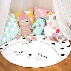 Carpet and unicorn pillow DIY