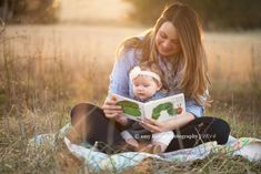 2019 Trend of Newborn Photography Ideas & Tips for Poses, Props & Settings - Photography - Baby Mommy And Baby Pictures, Fall Baby Pictures, 6 Month Baby Picture Ideas, Family Photos With Baby, Fall Family Photos, Baby Family, Newborn Pictures, Baby Photos, Outdoor Baby Pictures