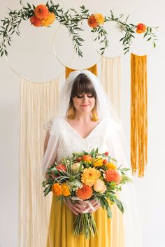 Are you thinking about having your wedding by the beach? Are you wondering the best beach wedding flowers to celebrate your union? Here are some of the best ideas for beach wedding flowers you should consider. Boho Wedding Bouquet, Chic Wedding, Wedding Trends, Rustic Wedding, Wedding Arrangements, Wedding Table Centerpieces, Wedding Decorations, Decor Wedding, Wedding Signs