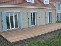 Construire une terrasse en bois exotique sous mes fenêtres