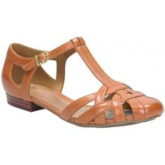 Drawing on a classic, handcrafted design these beautiful women's shoes feature a woven strappy upper in smooth Tan leather. Henderson Luck has an on-trend T-bar strap with a buckle for adjustability. The small heel adds slight elevation for all day wearability and the style offers good foot coverage with an open summery feel. http://www.marshallshoes.co.uk/womens-c2/clarks-womens-henderson-luck-tan-leather-shoes-p3705