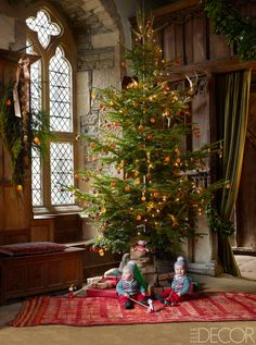 In the banquet hall of a home in  Derbyshire, England, a quaint christmas tree from the estate is decorated with pinecones, dried oranges, and cinnamon sticks.  ELLE DECOR, December 2015    - ELLEDecor.com