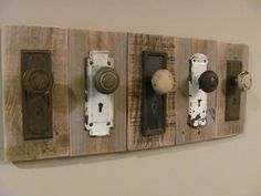 Rustic Antique Coat Rack Door Knobs and Escutcheon Plates Antique Coat Rack, Rustic Coat Rack, Crafty Craft, Door Knobs, Door Handles, Barn Wood, Diy Furniture, Furniture Vintage, Handmade Furniture