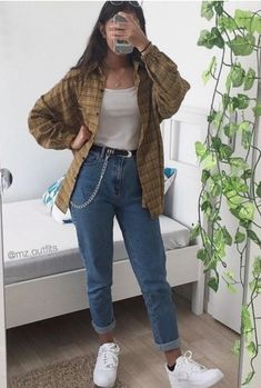 Plaid shirt, White vest top, Mom jeans and White trainers. Plaid shirt, White vest top, Mom jeans and White trainers. Cute Casual Outfits, Retro Outfits, Vintage Hipster Outfits, Indie Hipster, Girl Hipster Outfits, 90s Style Outfits, Hipster Outfits Winter, Casual Guy, Fall Hipster