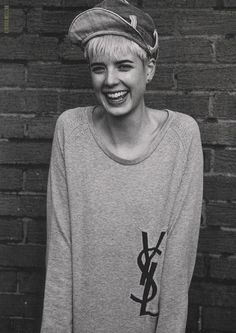 agyness deyn is so cute with her short hair and boyish style! Edgy Pixie, Pixie Cut, Agyness Deyn, Aquarius Woman, Vogue, Androgynous, Mademoiselle, Graphic, Girl Crushes