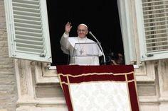 Francesco all'Angelus: pregate perché Papa, Cardinali e Vescovi siano buoni servitori, no padroni