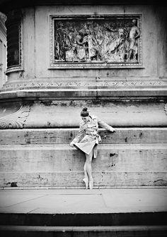 Tutu Project Ballerina Pointe Shoes Metro Station Classical Dance Ballet Wedding Photographer Brussels   Photographe de mariage Bruxelles   Fotograf ślubny Belgia Bruksela   Ballet