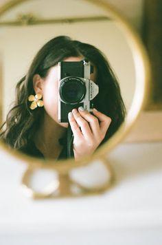 film camera photography Distinct Dslr Photography Tips Photoshop Elements Dslr Photography Tips, Creative Photography, Portrait Photography, Maternity Photography, 35mm Film Photography, Shadow Photography, Fall Photography, Toddler Photography, Grunge Photography