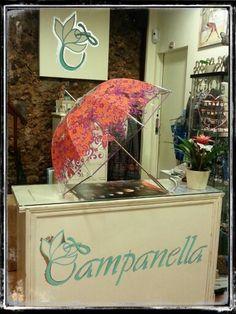La lluvia pasea mejor con un paraguas como éste.  :)