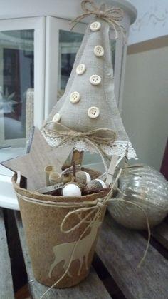 """petite scène de noël dans pot à semis""""sapin dentelle et boutons"""" : Accessoires de maison par lawrencecoeur"""