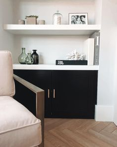 Complete 🖤 I've been thinking about cupboards under the shelves for extra storage for so long, wasn't sure to go for white, grey or black but absolutely love how they finish off the room perfectly 🖤 Living Room Goals, Living Room Grey, Home Living Room, Living Room Designs, Living Room Decor, Living Area, Alcove Storage, Alcove Shelving, Extra Storage