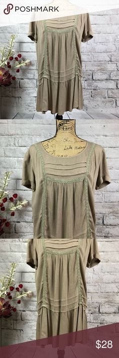 """Very J Boutique Lace Detail hi-lo Dress/Tunic Very J Boutique Lace Detail Flattering hi-lo Dress/tunic Keyhole back Wear with leggings for layering  Dress or tunic  Stunning BOHO design  Flowy with hi lo appeal  Lace and ruffles for flattery Tan/mocha on trend neutral color Preloved in excellent condition  Pit measurement approximately 21"""" Length front 31"""" back 37""""  Thank you for checking out our closet Please feel free to bundle and save Very J Dresses Midi"""