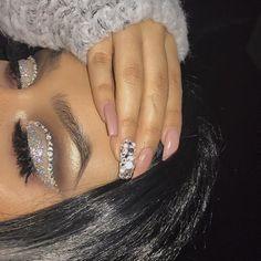 DETAILS Brows: @anastasiabeverlyhills #browwiz in 'ebony' Eyes: @smashboxcosmetics 'covershot: smoky eye palette, using colors feature, instinct, headline, big night' @anastasiabeverlyhills highlighting do a pencil Lashes: @lavaalashes in mischief Highlighter: @anastasiabeverlyhills 'so Hollywood illuminator'