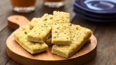 Start off a delicious Italian meal with this Pizza hut copycat! This appetizer is topped with a tasty Parmesan butter mixture and baked to crispy perfection. Copycat Recipes, New Recipes, Favorite Recipes, Healthy Recipes, Delicious Recipes, Gluten Free Garlic Bread, Cooking Tips, Cooking Recipes, Vegetarian Cheese