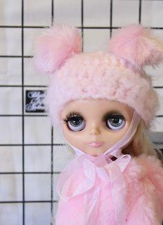 "Blythe Fifth Avenue -  ""BLYTHE Pink Beary"" wtih faux fur bear ears"