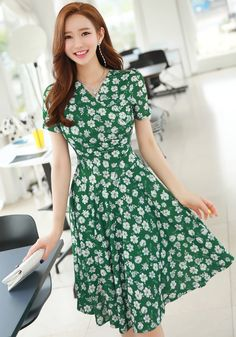 StyleOnme_Floral Print Wrap Style Flared Dress #green #floral #feminine #elegant #summerlook #koreanfashion #kstyle #kfashion #seoul #datelook