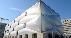 'the first inflatable building in france' philippe starck wraps fitness center in ETFE. http://www.designboom.com/architecture/philippe-starck-le-nuage-fitness-center-montpellier-france-08-31-2015/…