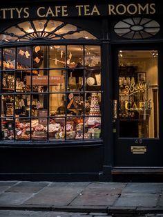 Autumn in York // Betty's Tea Rooms City Aesthetic, Book Aesthetic, Aesthetic Pictures, York Uk, Deco Restaurant, Restaurant Facade, Book Cafe, Shop Fronts, Coffee Shop