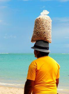 vendedor de castanhas de caju - Brazil