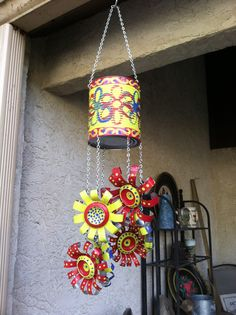Windspiele im mexikanischen Stil - si! ~ cs - Windspiele im mexikanischen Stil – si! Soda Can Crafts, Crafts To Make, Arts And Crafts, Diy Crafts, Aluminum Can Crafts, Metal Crafts, Carillons Diy, Tin Can Flowers, Tin Can Art