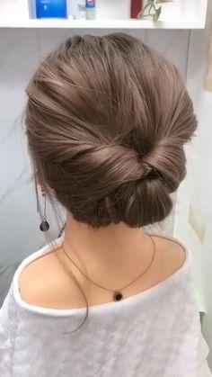 Bun Hairstyles For Long Hair, Cute Girls Hairstyles, Hair Updos For Medium Hair, Short Hair Updo Easy, Short Hair Buns, Simple Hair Updos, Upstyles For Short Hair, Casual Updos For Long Hair, Short Hair Hacks