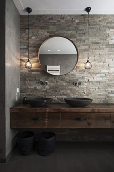 We show you 16 ideas so you can integrate the industrial style into your bathroom. With the industrial style you can achieve a simple bathroom, but with great design … 12 Stylish & Functional Bathroom Decor Ideas Zen Bathroom, Simple Bathroom, Earthy Bathroom, Modern Bathroom Design, Bad Inspiration, Bathroom Inspiration, Bathroom Styling, Bathroom Interior Design, Beautiful Bathrooms