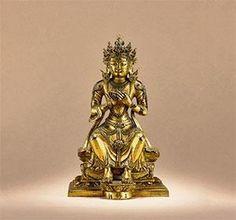 弥勒菩萨 创作年代 清乾隆 尺寸 高16.8cm 估价 100,000 - 150,000 RMB 成交价 -- 作品分类 佛教文物其它 作品描述 京造,铜鎏金  弥勒菩萨(梵文:Maitreya;巴利文:Metteyya)意译为慈氏,音译为梅呾利耶,是释迦牟尼佛的继任者,将在未来娑婆世界降生成佛,成为娑婆世界的下一尊佛,在贤劫千佛中将是第五尊佛,常被尊称为当来下生弥勒尊佛或弥勒佛。一般图像学上,弥勒主要依据所著衣饰分为两类:一者,着佛装之弥勒佛。二者,着菩萨装之弥勒菩萨,本尊造像属于后者。弥勒菩萨区别于其他尊神的特征主要体现在坐姿上。自隋唐以降,无论是弥勒佛还是弥勒菩萨,工匠在制作时通常将其表现为善跏趺坐的特殊坐姿,其端坐于座上,两腿自然下垂,以其作为迎接世人往生兜率净土和下生成佛的特有标识。…