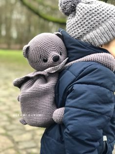 Zaubere deinem Kind einen süßen Teddy Rucksack.  Designer: Lena Seibel, leami Crochet Patterns Amigurumi, Crochet Toys, Crochet Stitches, Crochet Jacket, Crochet For Boys, Kids Patterns, Baby Kind, Newborn Outfits, Baby Blanket Crochet